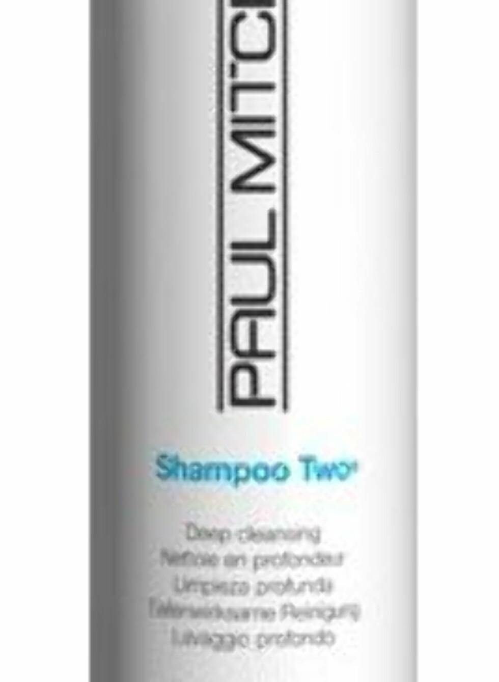 Paul Mitchell Clarifying Shampoo Two fjerner klor og urenheter og kan med hell brukes etter svømming for å fjerne klorrester og grønnskjær, veil kr 216. Foto: Produsenten