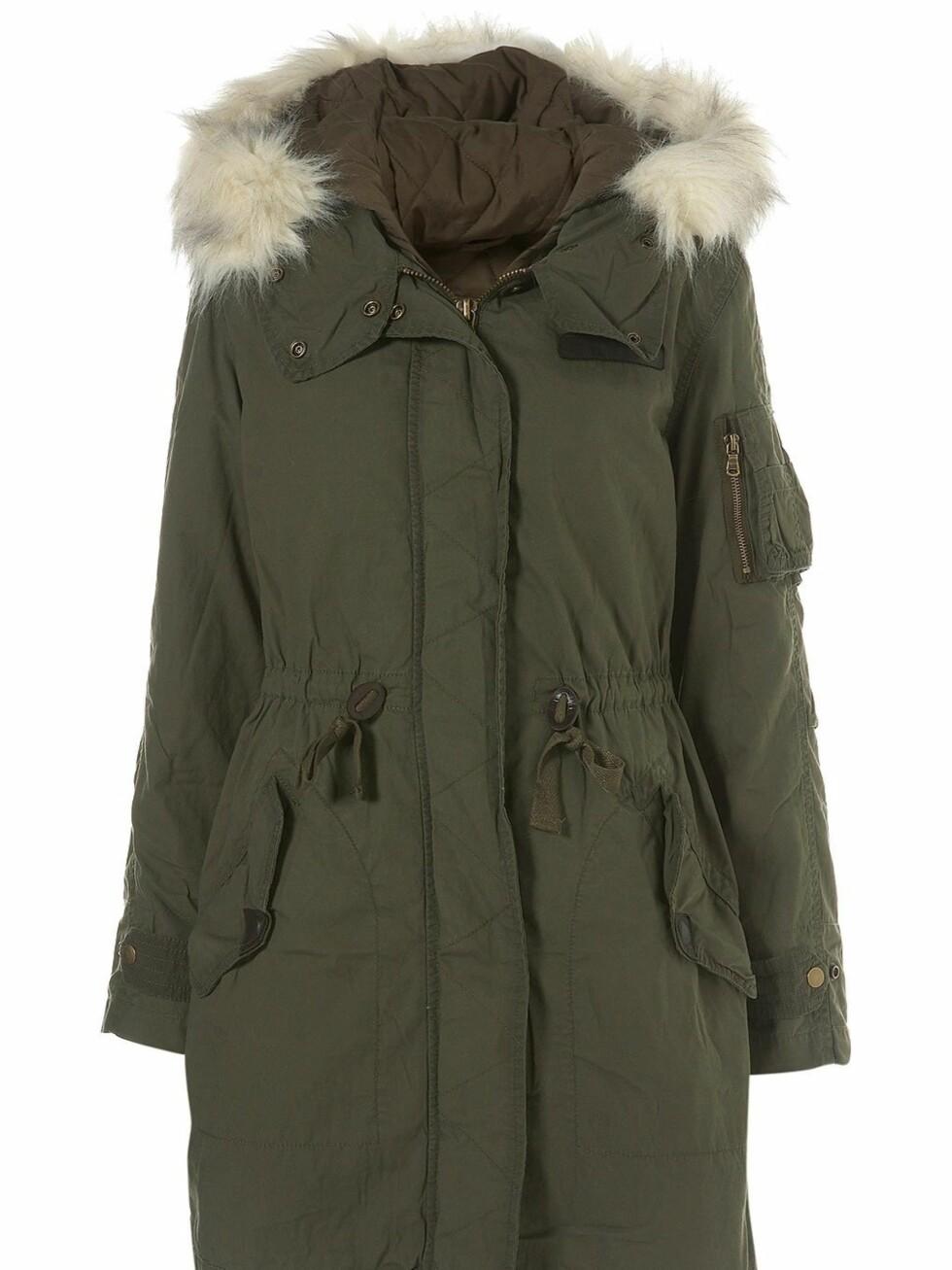 Grønn parkas med snøring i livet og detaljer i skinn og pels, fra Topshop, ca. kr 785. Foto: Produsenten