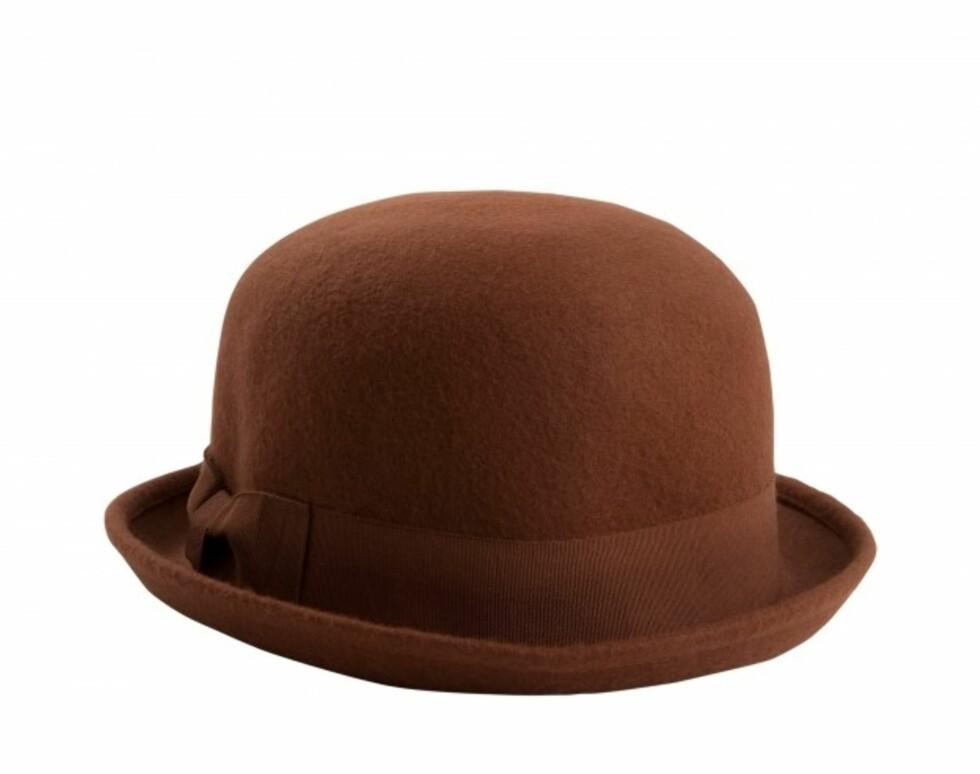Rustbrun bowler (kr.180/Monki). Foto: monki.no