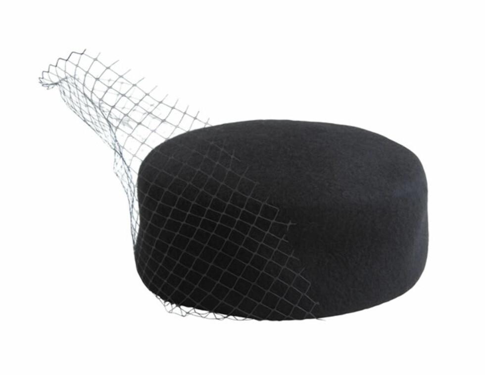 Dramatisk hatt med slør (kr.200/Weekday). Foto: weekday.se