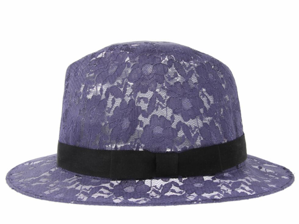 Med fiolette blonder og svart bånd (cirka kr.85/Asos.com). Foto: asos.com