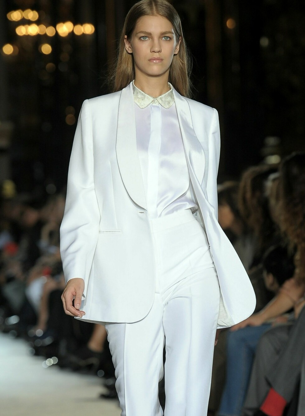 <strong>WHITE PARTY:</strong> Stella McCartney, vinter- og vår, 2011.  Foto: All Over PressAll Over Press