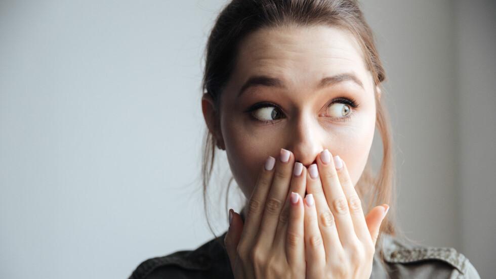 DÅRLIG ÅNDE: Har du noen små, gul-hvite og illeluktende klumper i munnen? Det kan være mandelstein.  Foto: Shutterstock / Dean Drobot
