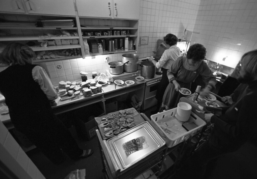 DEN GANG DA: Rundt 700 frivillige engasjerer seg for å glede andre under julehøytiden. Dette bildet er tatt i 1980. Foto: Per Svensson for Aftenposten // NTB Scanpix