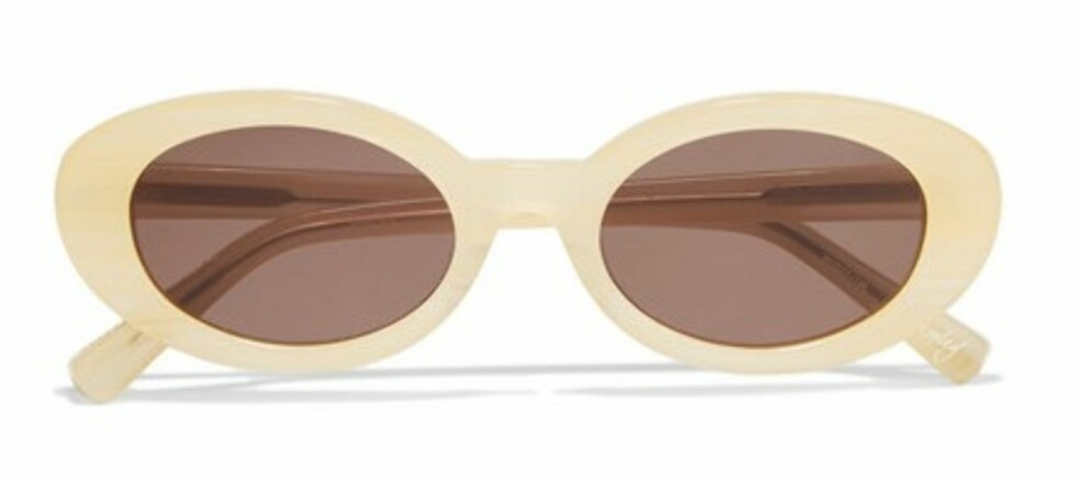 Solbriller fra Elizabeth and James via Netaporter.com, ca. kr 1500. | | https://www.net-a-porter.com/dk/en/product/743997/elizabeth_and_james/mckinley-round-frame-acetate-sunglasses