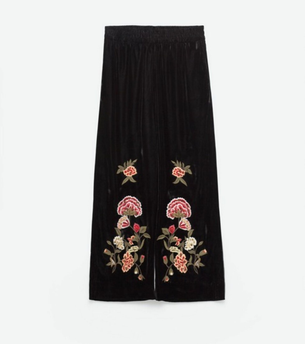 Culottes fra Zara, kr 799. | | http://www.zara.com/no/en/woman/trousers/view-all/embroidered-velvet-culottes-c733898p3649023.html