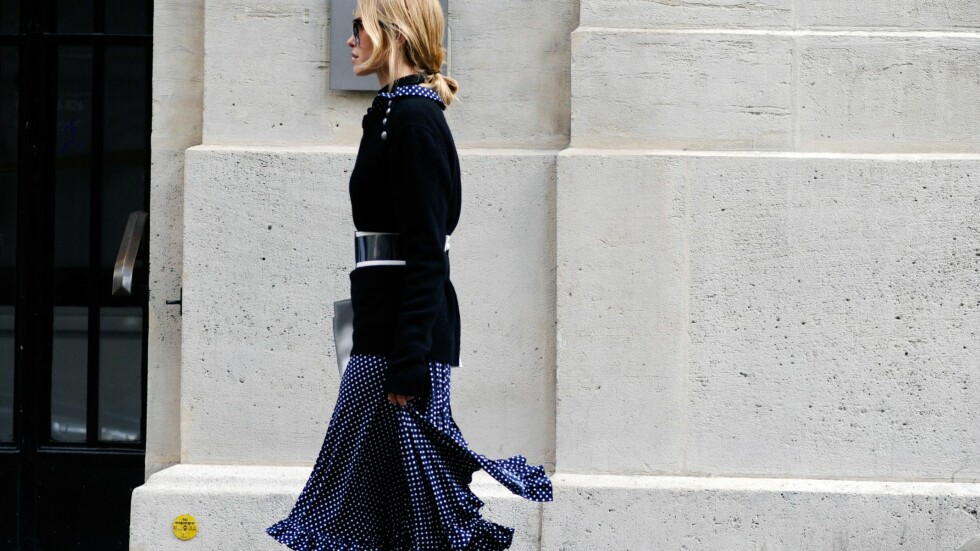 SOMMERPLAGG I HØST: Gjør som streetstyle-dronningen Pernille Teisbaek og ta med deg sommerskjørtet inn i høstkulden. Foto: Rex Features