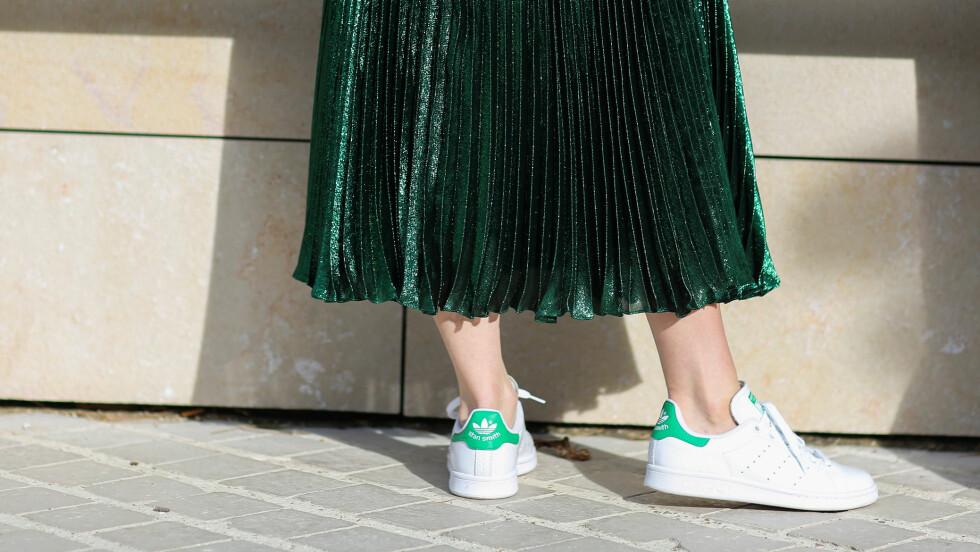 STAN SMITH I NY VARIANT: Disse klassiske sneakersene fra Adidas har fått en makeover. Nå kommer de nemlig i ekte gull! Se bildet lengre ned i saken. Foto: Abaca