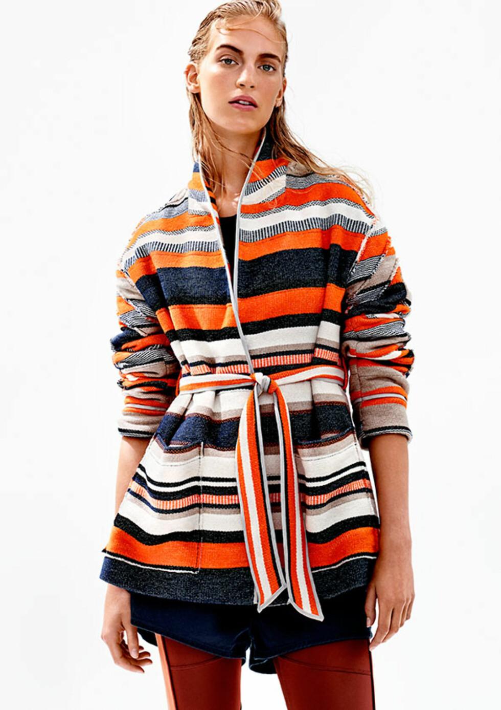 FARGERIKT: Vi elsker denne fargekombinasjonen - og jakken i seg selv! Foto: H&M