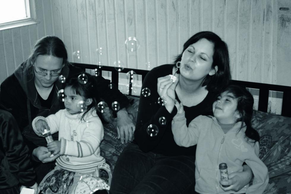 <strong>NY FAMILIE:</strong> Overveldende er ordet som best beskriver Lene og Terjes første tid som foreldre. Foto: Privat