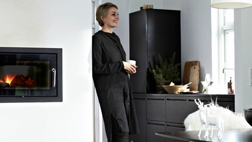 DEKORERER MED DUFTER: Ane Jessen er interiørkonsulent og vet godt hvordan hun liker å dekorere til jul. Foto: Lene Samsø