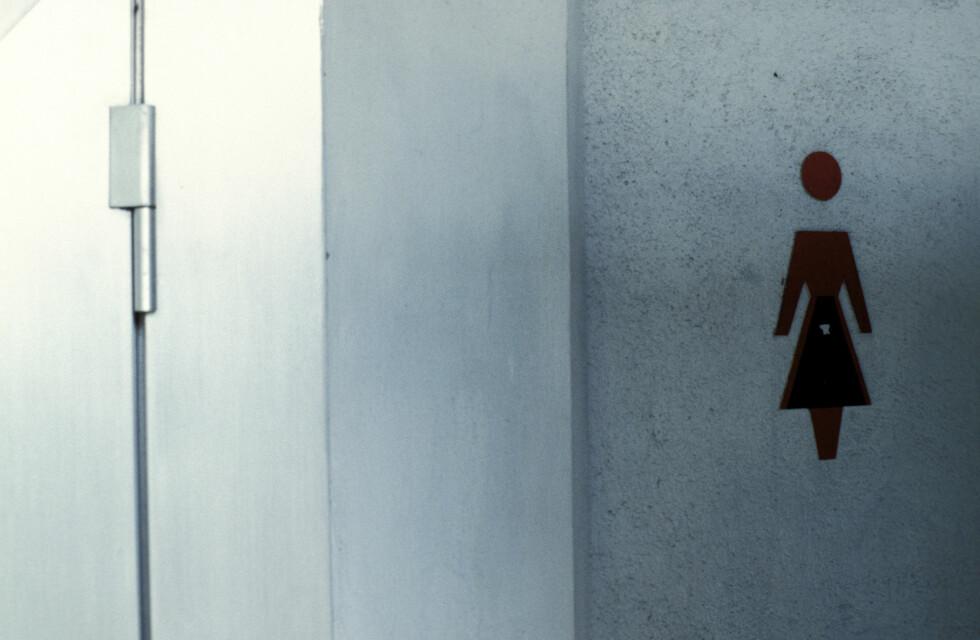 HASTVERKSLEKKASJE: Må du alltid vite hvor nærmeste toalett er fordi du plutselig må veldig tisse? Det finnes heldigvis behandling.  Foto: Scanpix