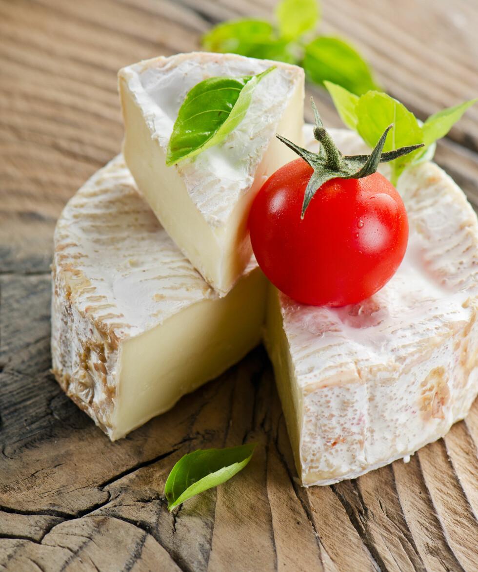 METTET FETT: Både camembert og brie er oster som inneholder mye mettet fett, så disse bør du spise med måte.   Foto: bit24 - Fotolia
