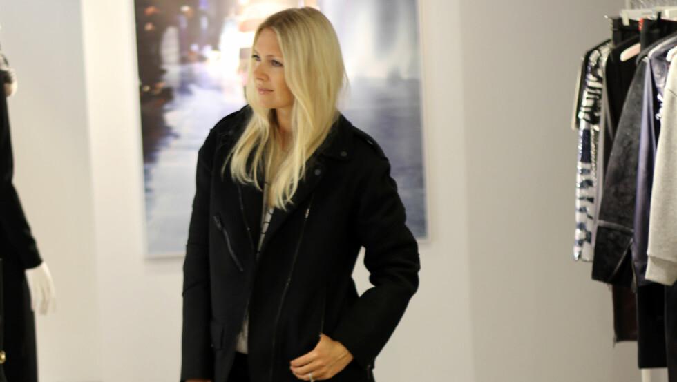 ANVENDELIG JAKKE FOR NORSK VÆR: KKs moteredaktør Silje Pedersen velger seg ut denne jakken som sin favoritt fra kolleksjonen. - Den er både sporty og anvendelig, sier hun. Prisen er på 2000 kroner. Foto: KK