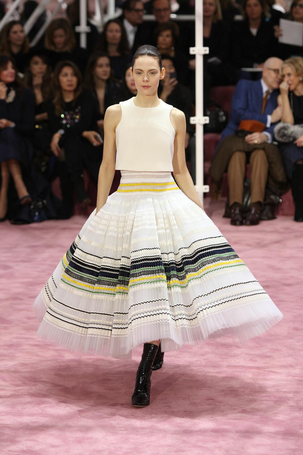 MYE JOBB: 200 timer brukte designer Raf Simons og teamet i Dior på denne kjolen. Foto: DPA