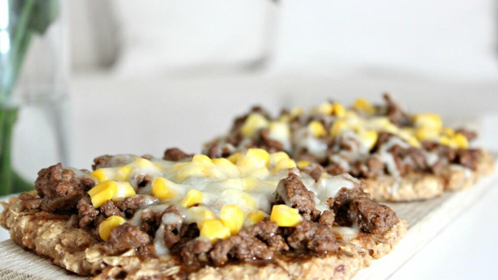 MED TUNFISK: Jo, du kan faktisk lage en smakfull pizzabunn av tunfisk.  Foto: Maren Erdvik