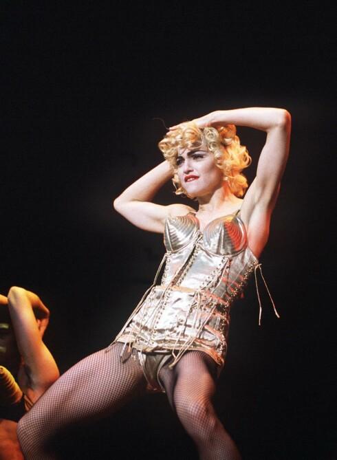 DESIGNET FOR MADONNA: Gaultier er blant annet kjent for å ha designet noen av Madonnas mest spenstige sceneantrekk - som dette, fra 1990! Foto: All Over Press