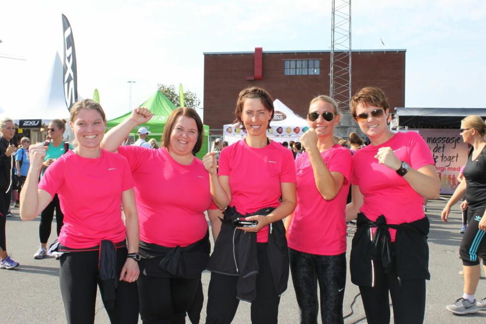 FRA SANDNES: Kristin Grøsvik, Anita Stokkeland, Eileen Oftedal, Tina Enoksen og Jorunn Hauf er 5 av 11 jenter i gjengen Austrått passion 4 running, som deltar på årets KK-mila Foto: A. C. Blystad
