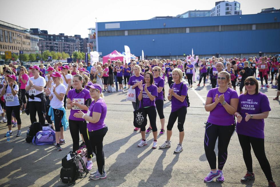 IKKE LENGE IGJEN: Damene fra Bø i Vesterålen er klare for løpet.  Foto: Vilde Borse