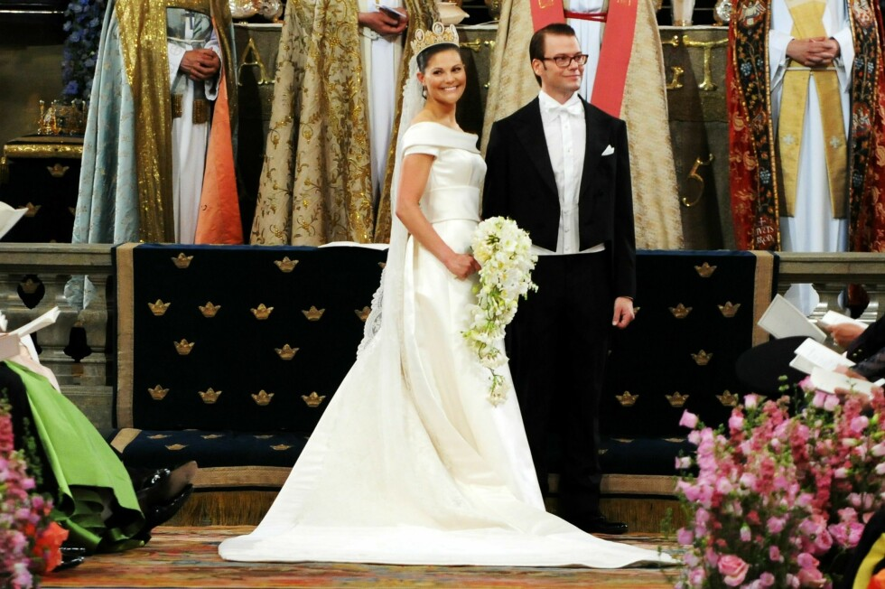 VAKKER OG ELEGANT: Maddes storesøster - kronprins Victoria, bar en kjole av svenske Pär Engsheden da hun giftet seg med sin Daniel i 2010.  Foto: All Over Press