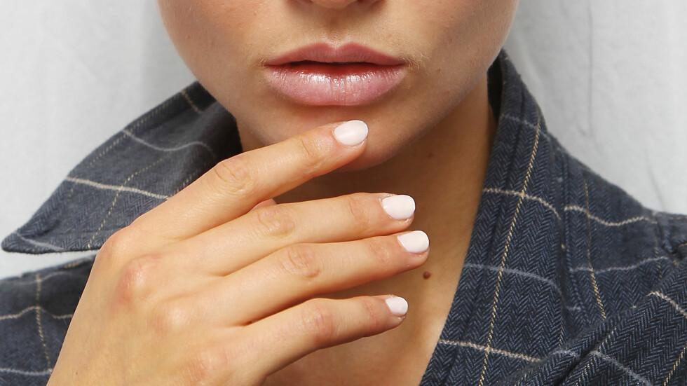 <strong>HOT MED HVITT:</strong> Hvitt er blant de hotteste neglelakkfargene denne sesongen. Sjekk hvilke andre farger som er i skuddet nedover i saken. Foto: Amanda Schwab/Startraksphoto.com