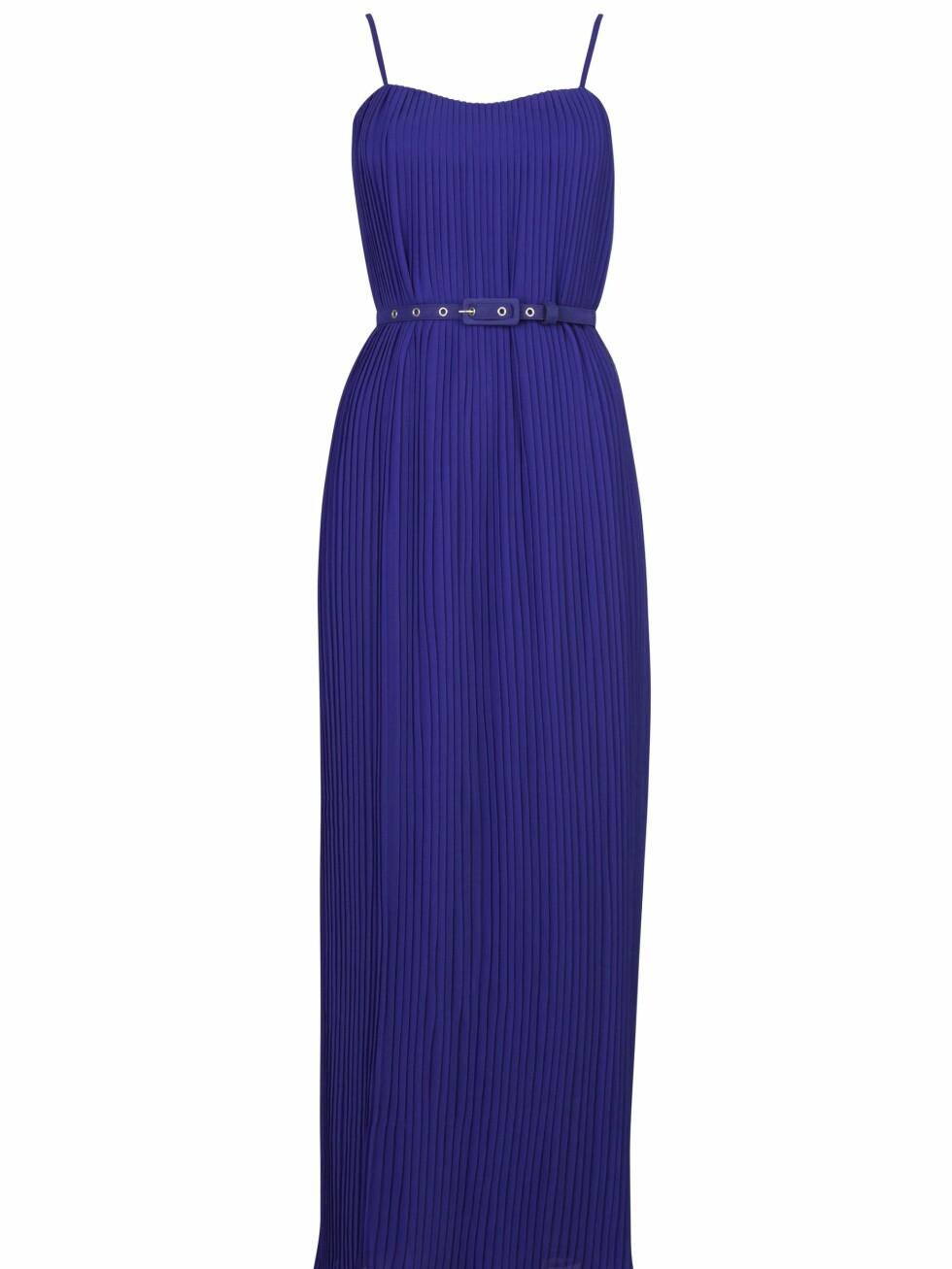 499 KRONER: Nydelig kongeblå aftenkjole med avtagbare stropper og belte.  Foto: Produsenten