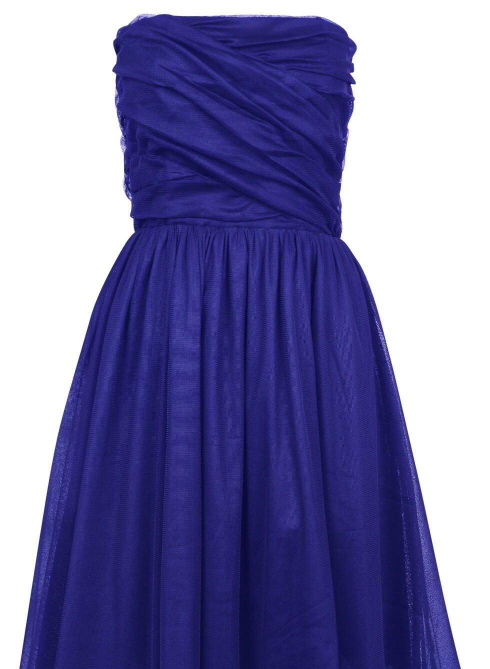 299 KRONER: Nydelig tyllkjole i kongeblått.  Foto: Produsenten
