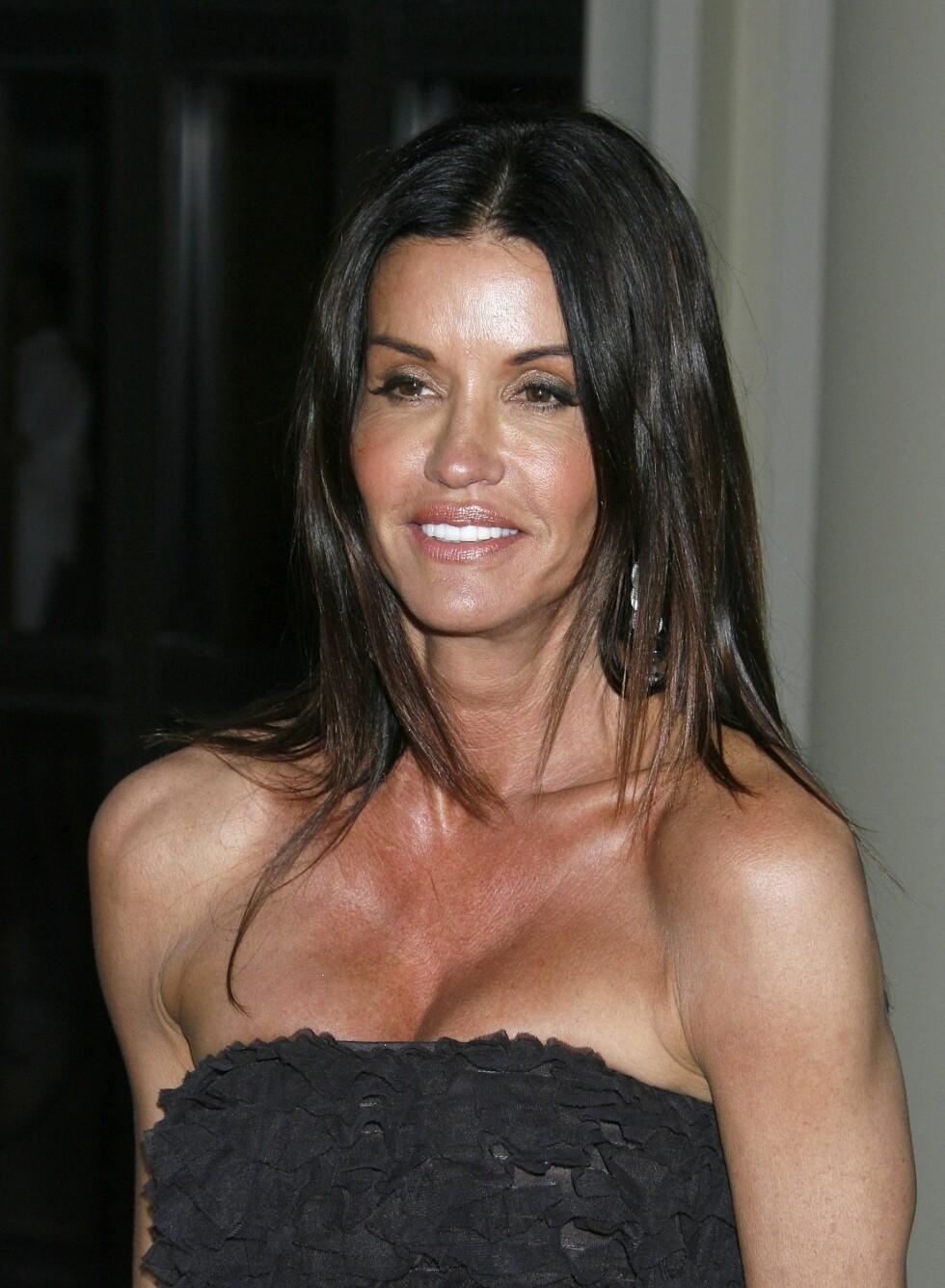Janice Dickinson har solt brystet mer enn nødvendig. Kanskje fordi det stikker seg frem?  Foto: All Over Press
