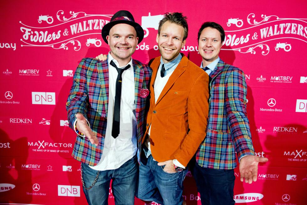 FESTSTEMTE: Simen, Peder og Stefan var som vanlig i godt humør i forkant av showet - som ble avholdt på Gamle Logen i Oslo.  Foto: KK
