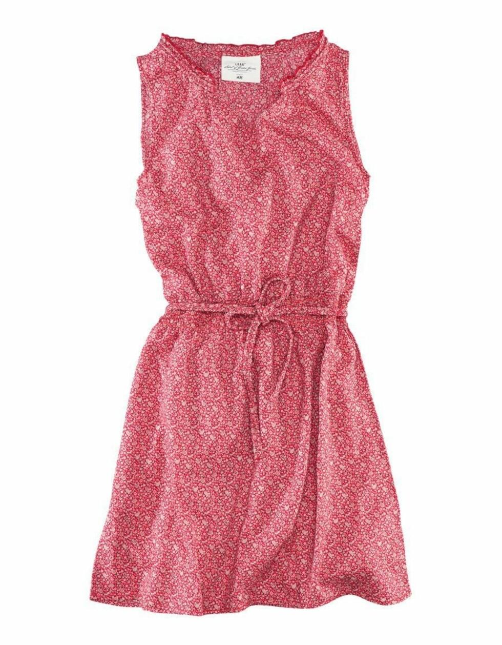 Enkel rosamønstret kjole (200 kroner, H&M).  Foto: Produsenten