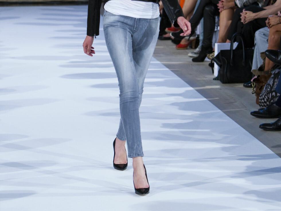 ANKELKORT: Hos Hugo Boss blir buksene ankellange til våren. Og det gjelder ikke bare jeans. Foto: Per Ervland