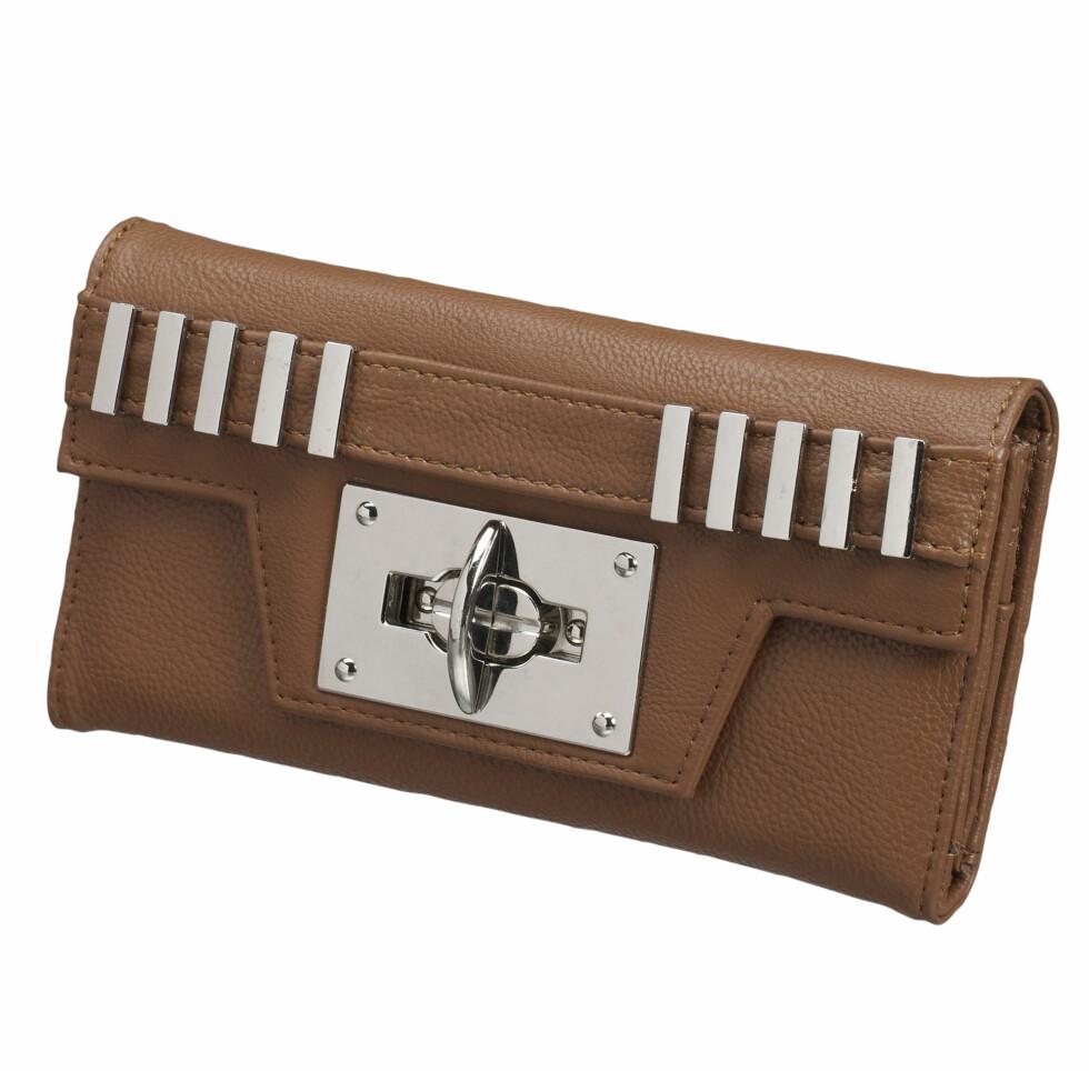 Lommebok med ståldetaljer (kr.129). Foto: Produsenten