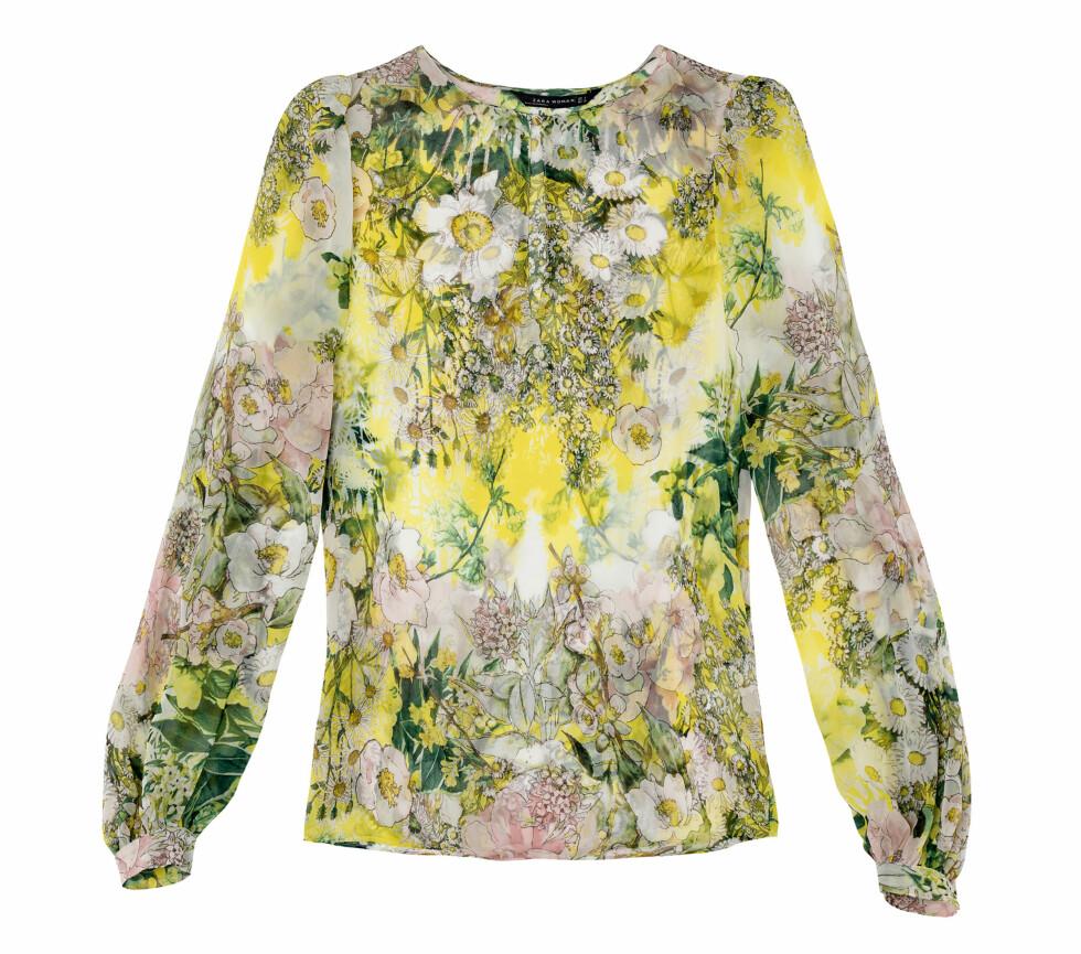 Bluse med blomsterprint (Pris kommer).  Foto: Zara