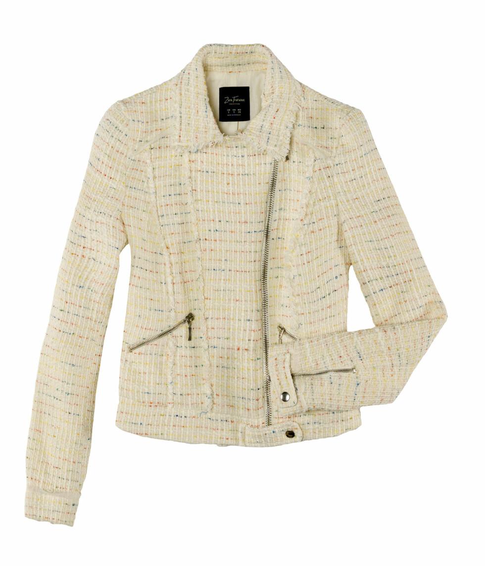 Lys Chanel-inspirert jakke med glidelåsdetaljer (Pris kommer). Foto: Zara