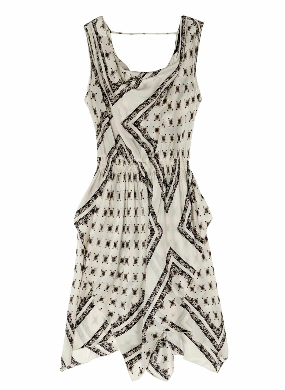 Mønstret, asymmetrisk kjole (Kr.699) Foto: Zara