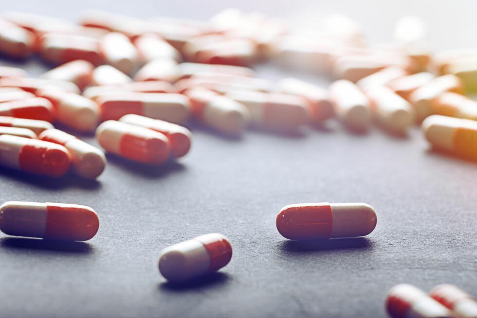 MEDISINER: Noen pasienter må behandles i to år med 20 tabletter hver eneste dag. Foto: NTB scanpix