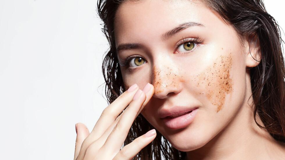 MIKROPLAST: Visste du at ansiktskrubber og tannpasta inneholder mikroplast som er skadelig for miljøet?  Foto: NTB Scanpix