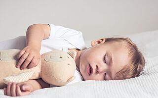 Bør seks måneder gamle barn sove på eget rom?