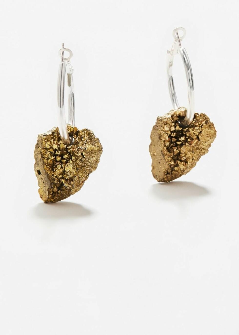 Øredobber med mineral fra Mango | kr 99 | http://shop.mango.com/NO/p1/damer/tilbeh%C3%B8r/smykker/%C3%B8redobber/%C3%B8reringer-med-mineral?id=13080341_PL&n=1&s=accesorios.bisuteria&ts=1496915569281