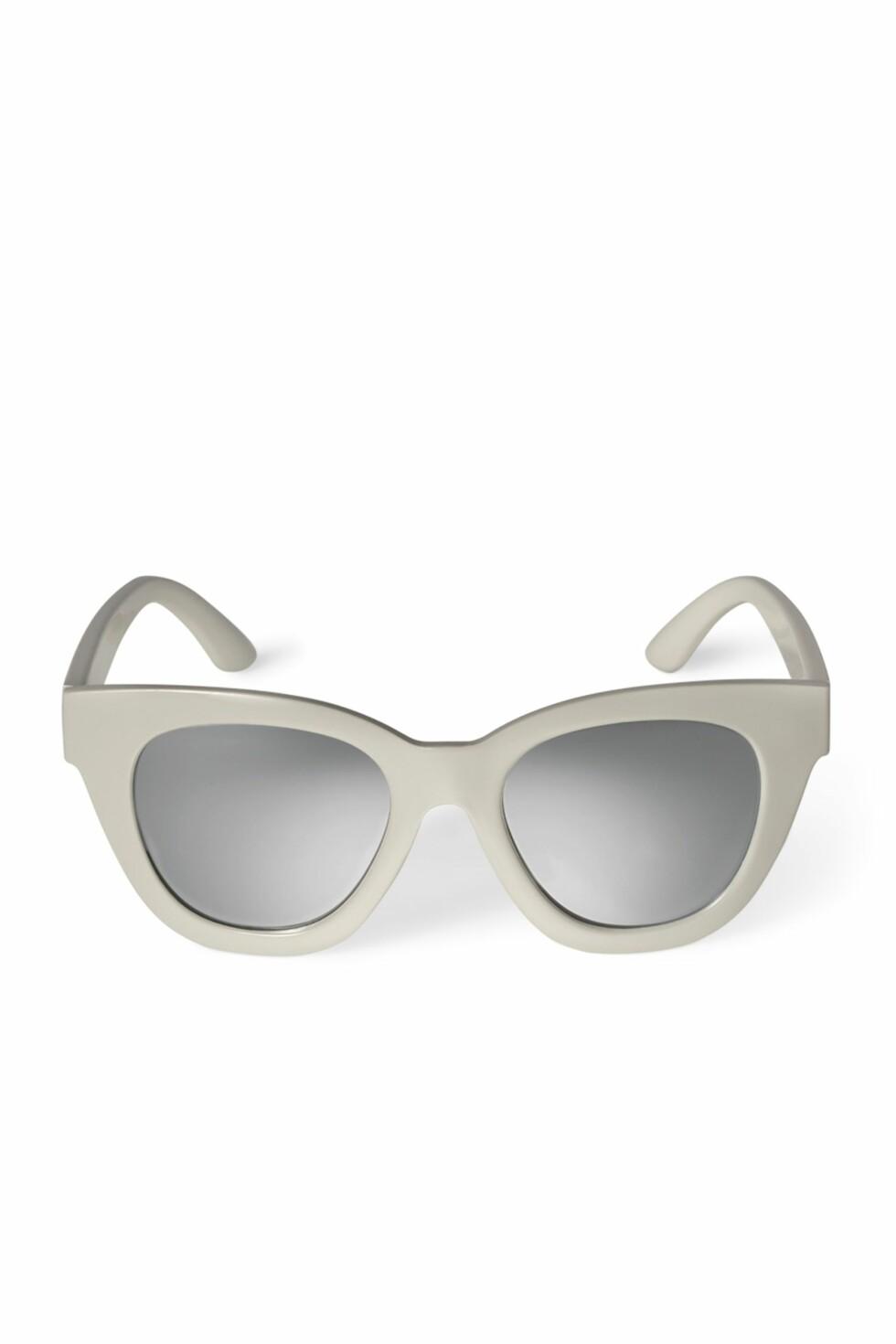 Solbriller fra Weekday | kr 200 | http://shop.weekday.com/se/Womens_shop/Accessories/Sunglasses/Jetlag_Cateye_Sunglasses/5131397-11756642.1#c-47958