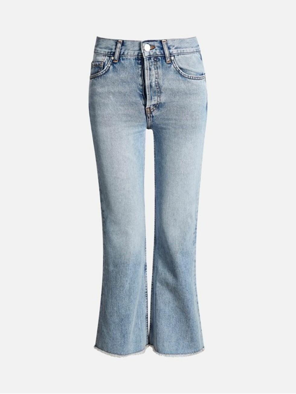 Jeans fra Bik Bok | kr 599 | https://bikbok.com/no/trousers/jeans/flare-cropped-jeans/7203342_F510