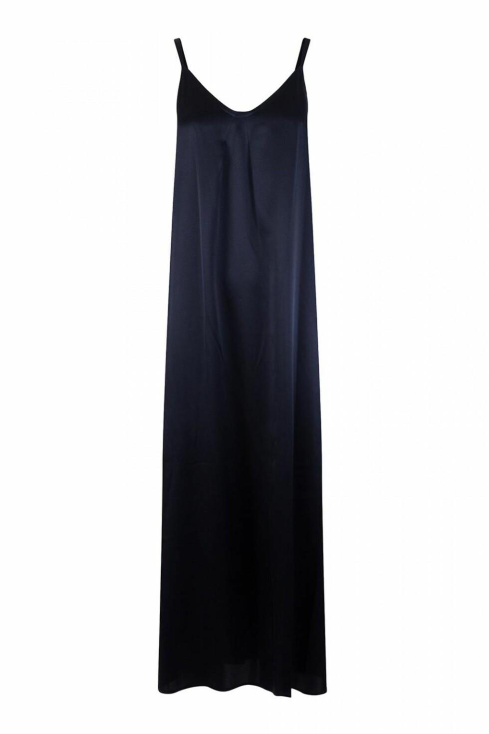 Slip-kjole fra Vince via Bogartstore.no | kr 3450 | https://track.adtraction.com/t/t?a=1127626678&as=1115634940&t=2&tk=1&url=https://bogartstore.no/shop/women/pleat-neck-slip-dress/