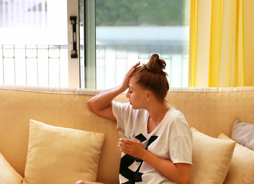 GRUBLER: Deprimerte personer stenger seg ofte inne med de vonde tankene sine, og dette mønsteret er det viktig å bryte, mener professor.  Foto: Shutterstock / LADO