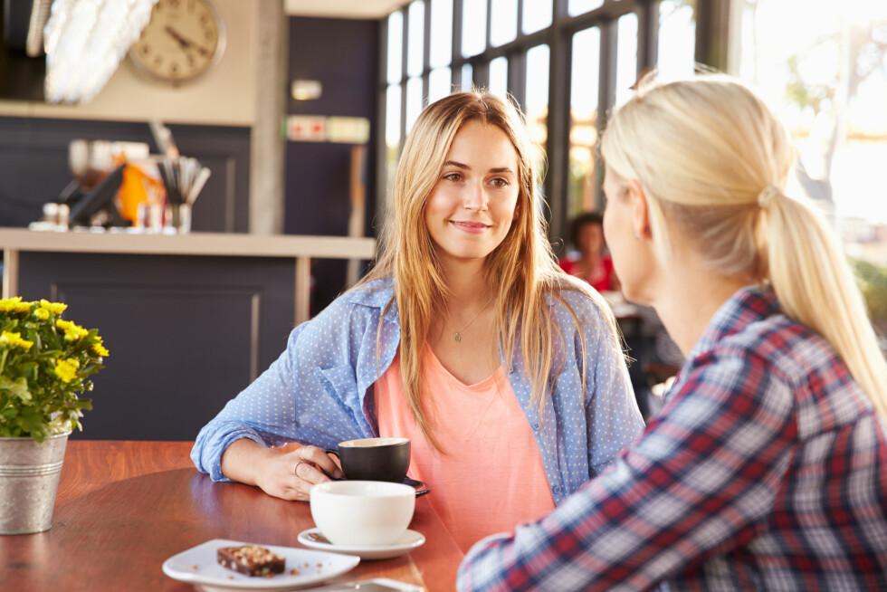 UT AV BOBLEN: Det er viktig å få en deprimert person ut av sin egen boble for et øyeblikk, for eksempel ved å gå på tur eller sitte på en café, sier psykolog.  Foto: Shutterstock / Monkey Business Images
