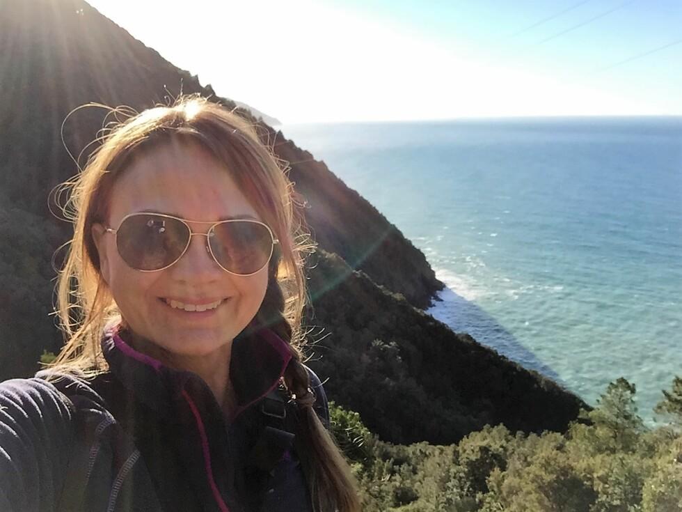 REISER ALENE: Mette Solberg Fjeldheim er ikke fremmed for å reise alene. Dette bildet er fra hennes soloreise til Cinque Terre. Foto: Foto: Privat