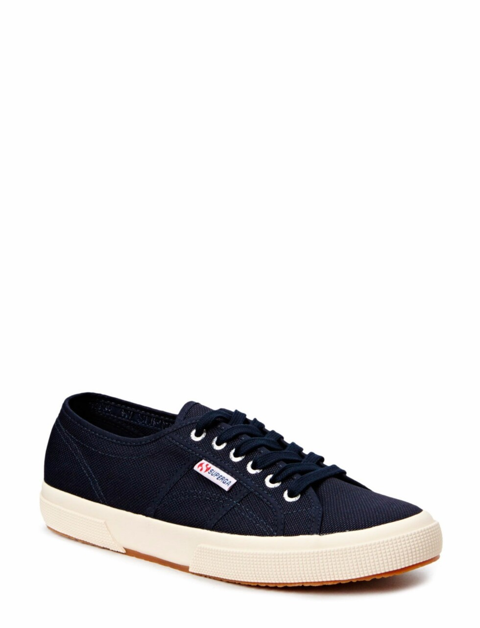 Sneakers fra Superga via Nelly.com | kr 375 |  https://my.nelly.com/link/click/25317