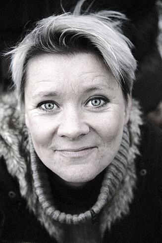 FÅR FOLK I TALE: Anette Sibeth Hoff jobber med å få folk til å å bli trygge framførere. Foto: Foto: Presse