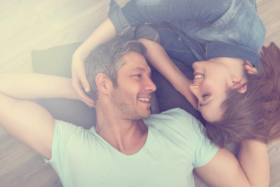 INTIMITET: Positiv kommunikasjon, med ros og gode tilbakemeldinger er viktgi for å beholde nærheten i et forhold. Foto: NTB scanpix