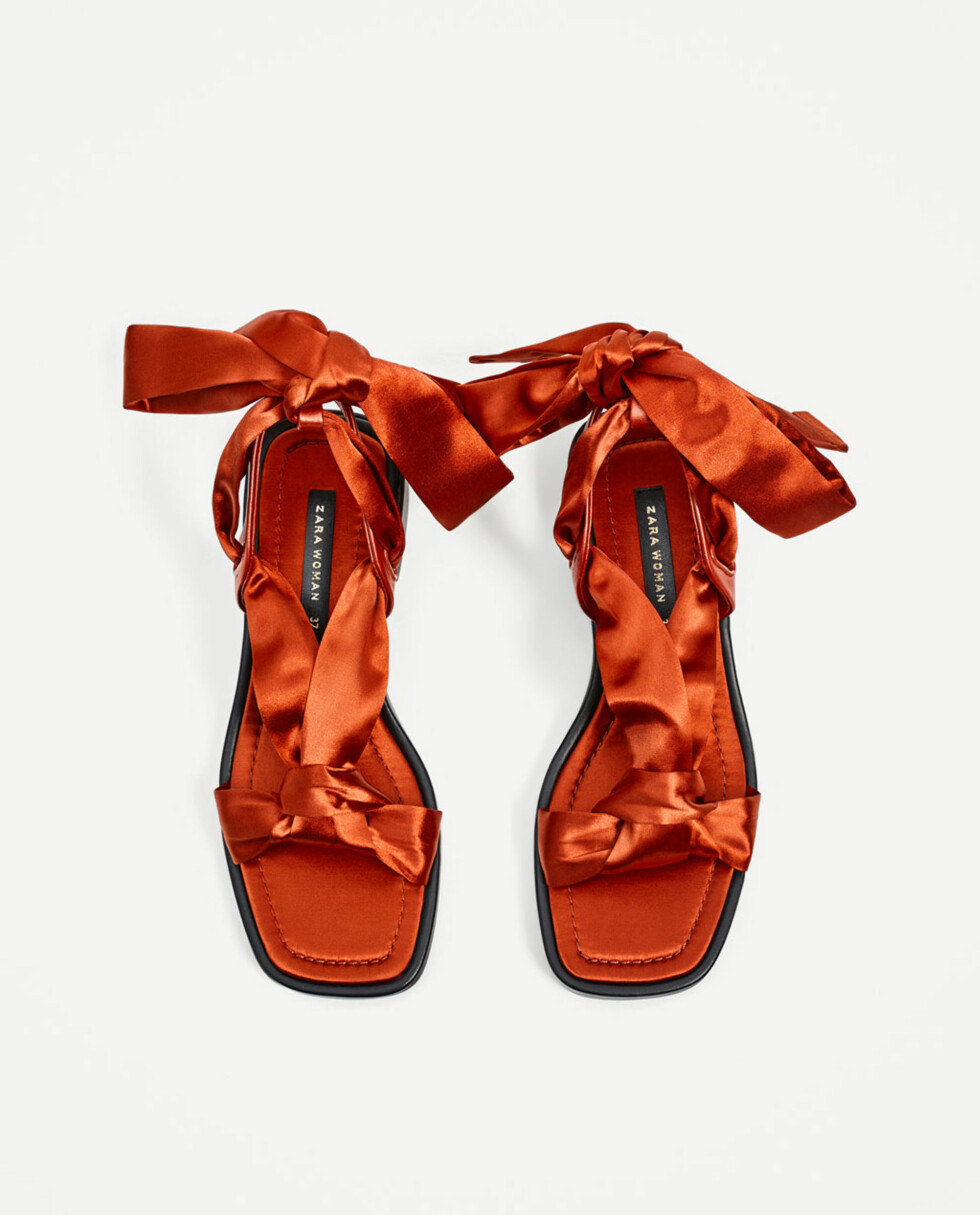 Sandaler fra Zara   kr 349   https://www.zara.com/no/no/dame/sko/flate-sandaler/flat-sandal-i-sateng-med-knyting-c358010p4620509.html