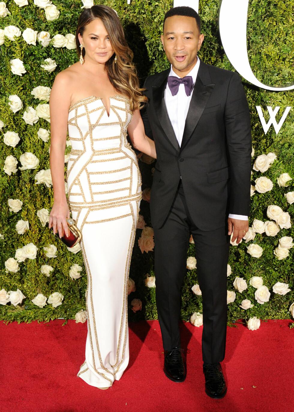 TONY AWARDS: Kjendisparet Chrissy Teigen og John Legend på rød løper under Tony Awards.  Foto: NTB Scanpix